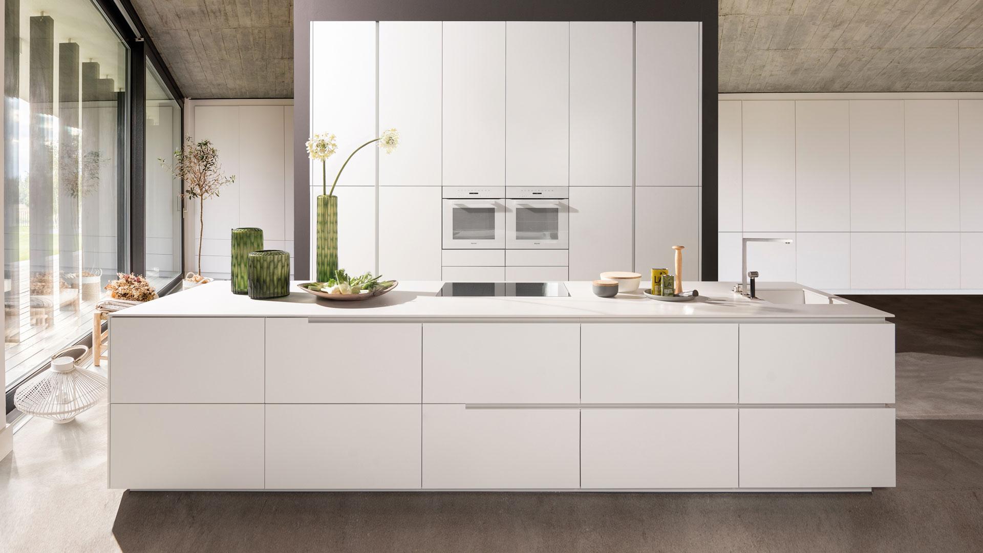 Warendorf Designküche - Weiß Keramik | Miele Center Bauer Wien