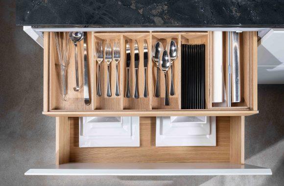 Warendorf Auszug Designküche - Weiß Glattlack | Eiche