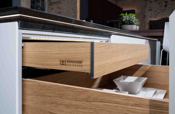 Warendorf Designküche Auszüge - Weiß Glattlack | Eiche